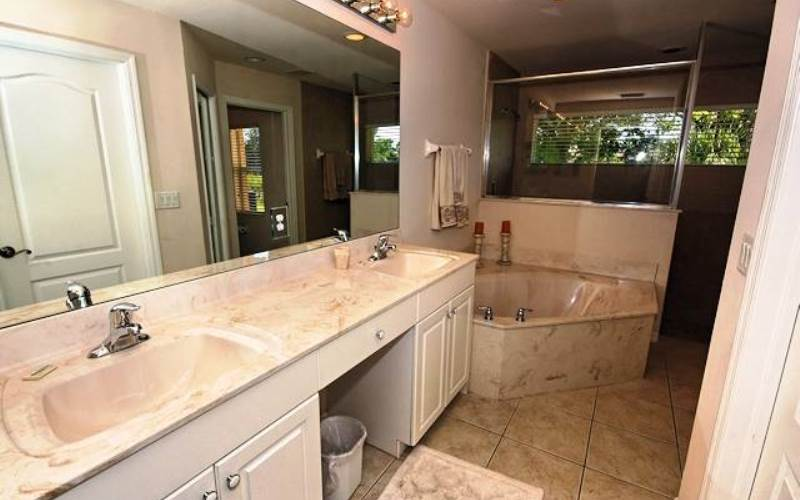 BathroomNaplesVillas