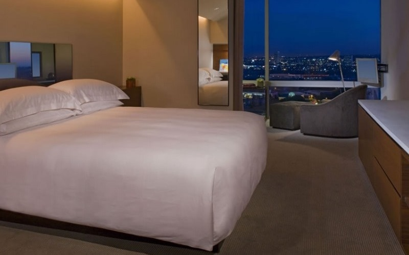BedroomAndazWestHollywood