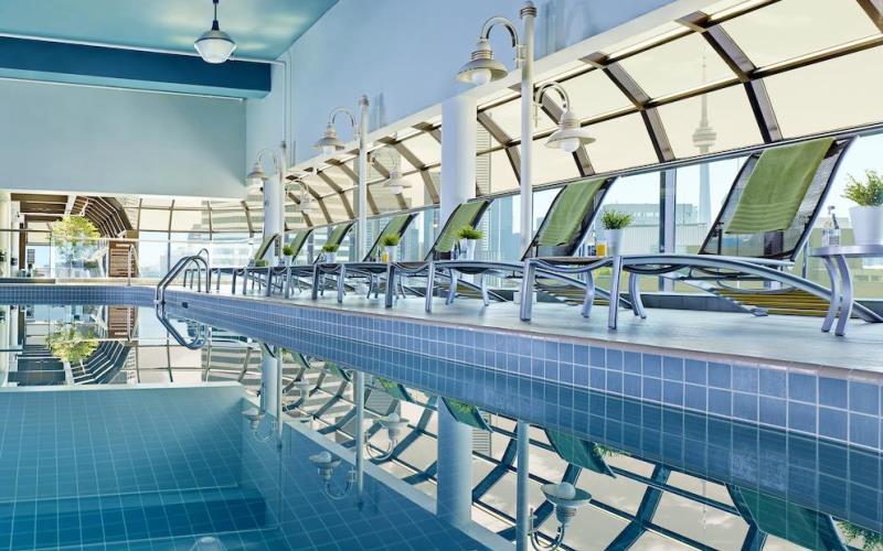 ChelseaHotelTorontoSwimmingPool