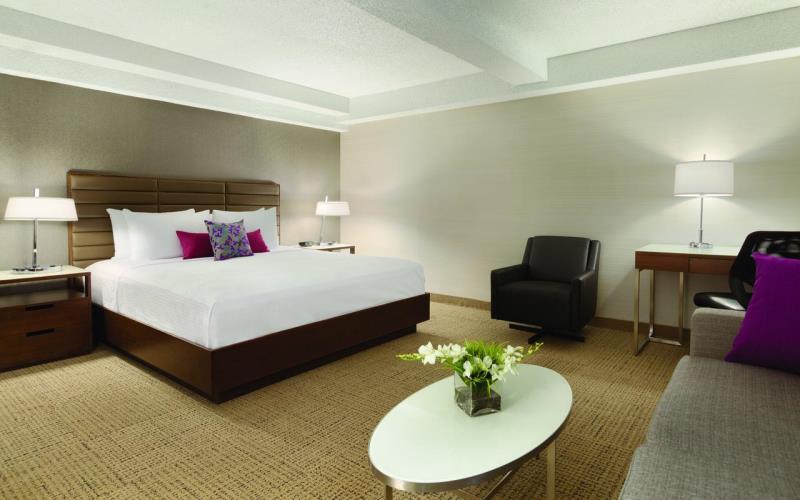 CoastEdmontonPlazaHotelBedroom