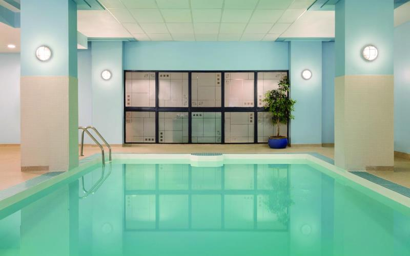 CoastEdmonton_PlazaHotelSwimmingPool