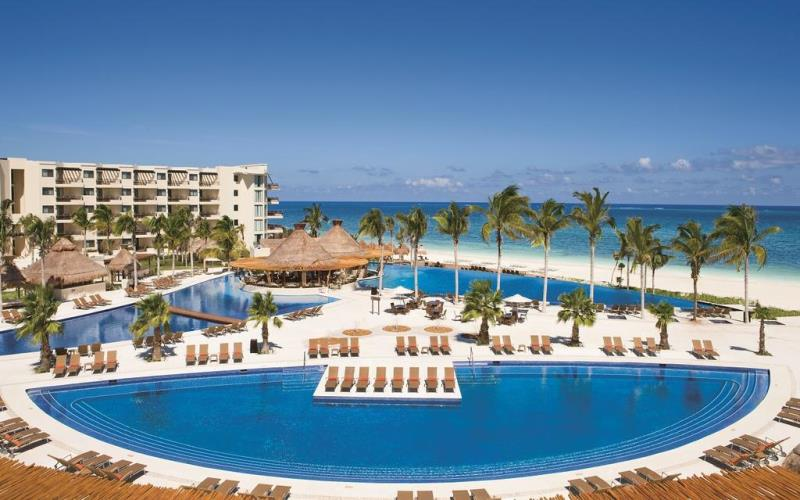 DreamsRivieraCancunSwimmingPoolOverview