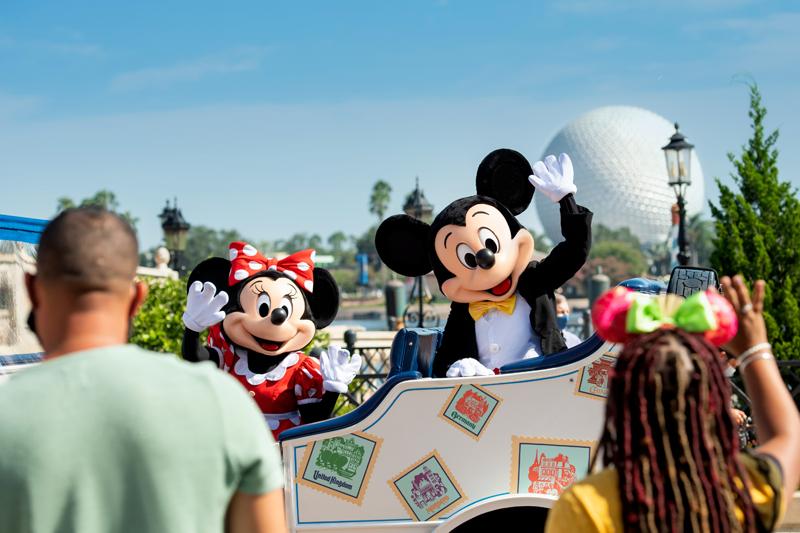 Free_Disney_NightsMickey_and_Minnie_Cavalcade_at_Epcot