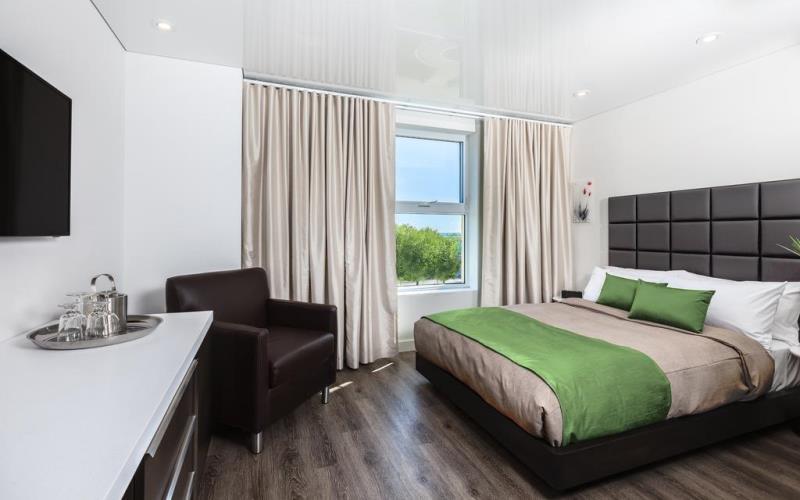 HotelChateuLaurierQuebcBedroom