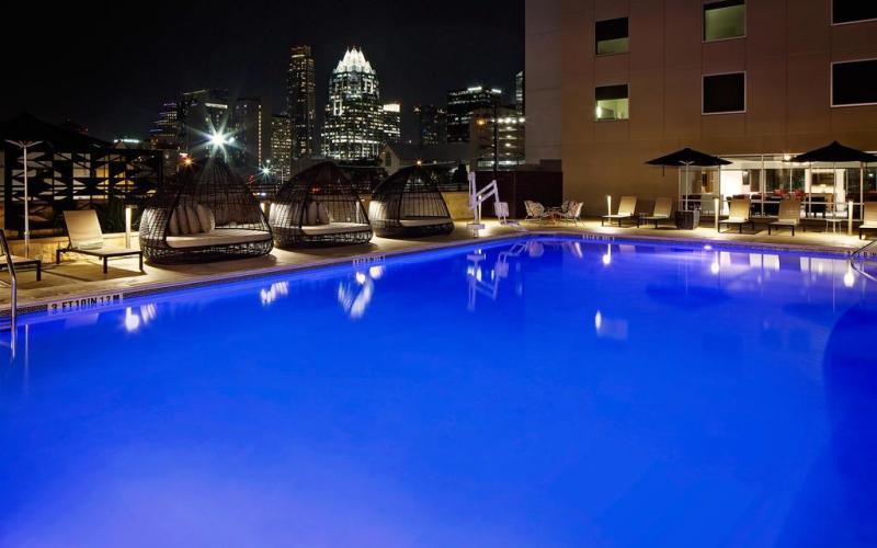 HotelIndigoAustinSwimmingPool