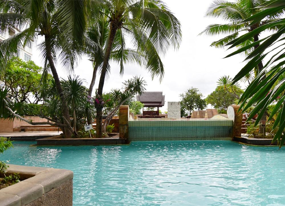 Century Park, Bangkok Pool