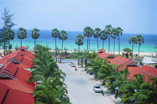 The Old Phuket Karon Beach Resort, Phuket Beach