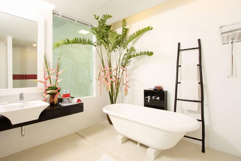 The Old Phuket Karon Beach Resort, Phuket Serene Wing Bathroom